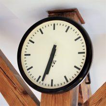 Nástěnné hodiny Pragotron