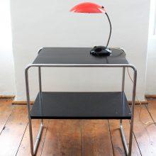 Odkládací stolek v černém lesku