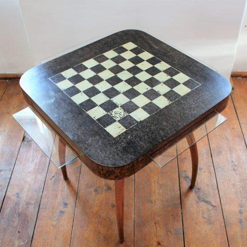 Stolek Spider se šachovnicí