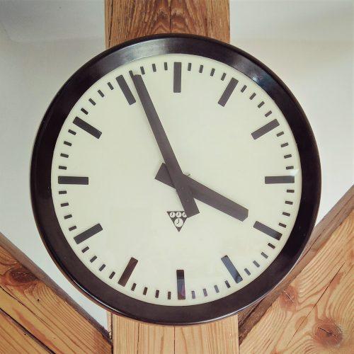 nástěnné hodiny Pragotron V.