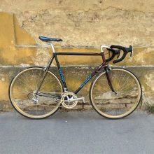 ocelový vintage krasavec