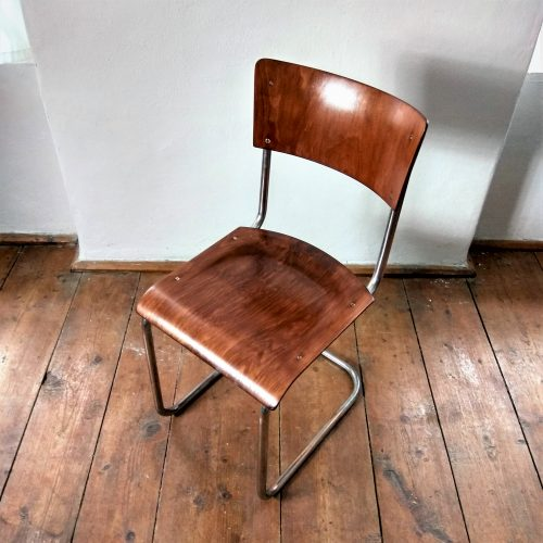 funkcionalistická židle bez područek