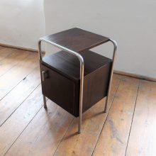 funkcionalistický noční stolek