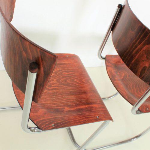 2 ks funkcionalistických židlí bez područek