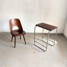 menší odkladácí chromovaný stolek