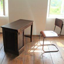 roletový psací stůl